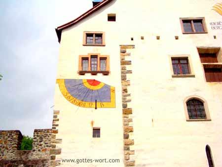 Sonnenuhr - Schloss Werdenberg, Schweiz