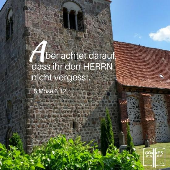 """Heutzutage ist es nicht mehr """"cool"""" irgend einen Anhang mit der Kirche zu haben sei denn für ne Hochzeit, Taufe oder Beerdigung. https://www.gottes-wort.com/jugend-ohne-gott.html"""
