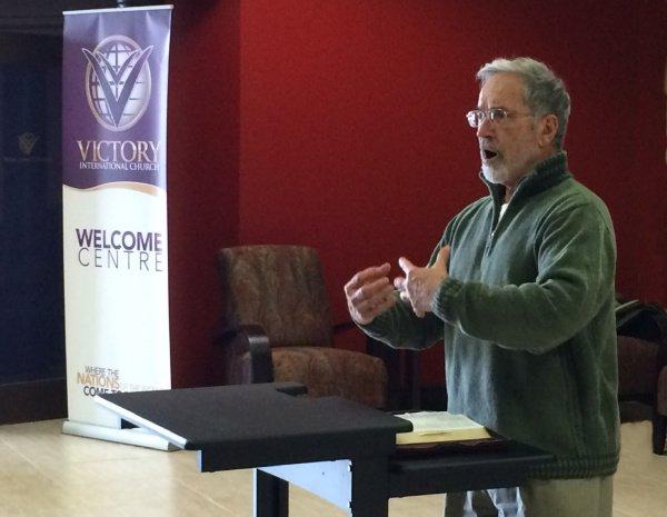 Pastor Wolfgang Fulson (Wolle) von Gottes Wort predigt in Victory International Church, Hamilton, Canada. 2015 https://www.gottes-wort.com/wer-wir-sind.html